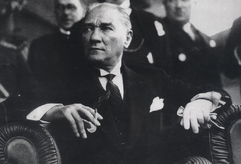 İnsan Üstü Bir Liderlik Anlayışı; Atatürkçülük