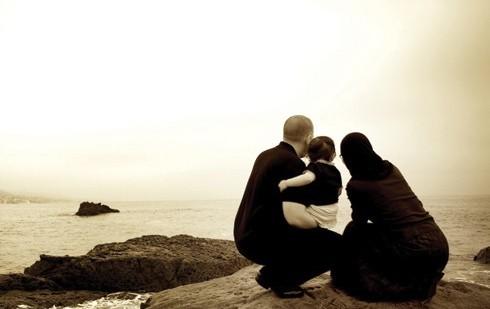 Bugünün En Önemli Önceliği, Ailenin Yeniden İtibâr Kazanmasıdır…