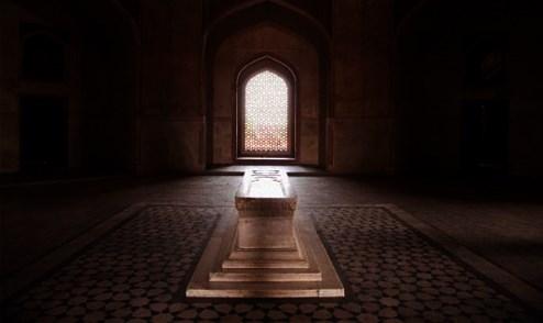 Çağdaş tefsir telakkilerinin reddettiği Kur'anî bir hakikat: Berzah alemi ve kabir azabı